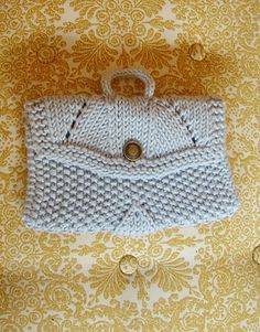Free pattern for makeup bag on Ravelry. BagFront by kjtendyke99, via Flickr