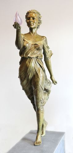 Inspired by Renaissance and Baroque sculpting techniques, artist Luo Li Rong creates graceful figurative sculptures.