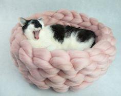 Cama de gato Chunky cama túnel casa gato gato por JennysKnitCo