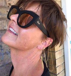 Janesko jewelry ear party on Jolie.                  #janesko #jewelry #earring #modern #chain