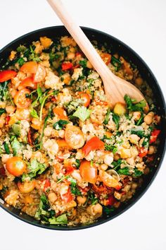 Easiest One Pot Vegan Quinoa - Ready in under 30 minutes, healthy, hearty and full of flavor. #healthy #vegetarian #quinoa #vegan #onepot #hearty #simple #quick #recipes