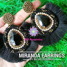 No hay texto alternativo automático disponible. Black Earrings, Diy Earrings, Silk Thread Earrings Designs, Designer Earrings, Tassels, Diy And Crafts, Jewlery, Crochet, Beading
