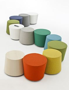 Nienkamper Moment Stool  Table