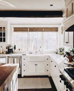 10 Tips on How to Build the Ultimate Farmhouse Kitchen Design Ideas Tags: farmho. - 10 Tips on How to Build the Ultimate Farmhouse Kitchen Design Ideas Tags: farmhouse kitchen decorat - Kitchen Cabinet Remodel, Farmhouse Kitchen Cabinets, Modern Farmhouse Kitchens, Rustic Kitchen, New Kitchen, Home Kitchens, Kitchen Decor, Farmhouse Style, Kitchen Sinks