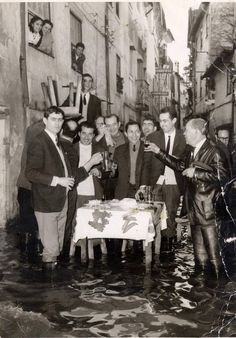 portuguese-spirit-in-its-maximum-socializing-outside-during-a-flood-coimbra-1960-old-portugal-bea-cantante.jpg