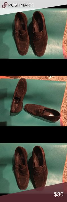 Men's Donald J Pliner brown suede shoes 9 men's Donald J Pliner suede dress shoes! Really sharp and in great shape! Donald J. Pliner Shoes Loafers & Slip-Ons