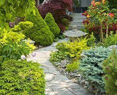 Mehr Tiefenwirkung durch geschwungene Wege - ideal für kleine Gärten.