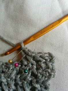 簡単!かぎ針模様編みスヌードの編み方|Crochet and Me かぎ針編みの編み図と編み方 Sewing Projects, Crochet Necklace, Knitting, Pattern, Crochet Collar, Tricot, Patterns, Stricken, Knitwear
