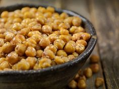 Beans are an excellent source of protein and fiber. Many beans also contain iron and other nutrients. In this article, learn about the benefits of six of the most healthful beans. Snacks For Work, Healthy Work Snacks, Healthy Foods To Eat, Yummy Snacks, Healthy Recipes, Delicious Cookies, Dieta Vegan, Vitamins In Eggs, Zinc Rich Foods
