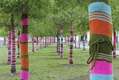 {just when you thought trees couldn't get any prettier, BOOM. Yarn bomb.}