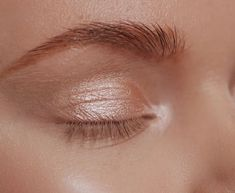 The Wild Hack This Makeup Artist Uses For The Glowiest, Glossy Lid