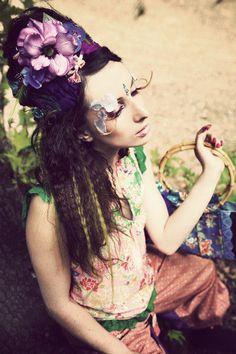 春の訪れと開花をイメージして 、お気に入りの青、紫系の花々と羽根をつかったカーシャとカチュームの二つ使い|ハンドメイド、手作り、手仕事品の通販・販売・購入ならCreema。