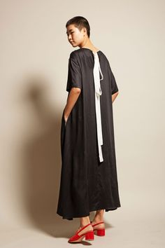 INSHADE S/S Dress in Black with White Piping