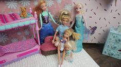 Elsa and Anna babysit toddlers and a baby for Barbie. Elsa reads the story Goldilocks and the Three Bears. Anna has to feed the baby. After Anna finds a yumm. Elsa, Toddler Videos, Barbie Toys, Babysitting, Toddler Bed, Child Bed