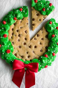 Delight your friends and family with this festive homemade Christmas Cookie Cake, perfect for holiday parties and gatherings galore! Little Christmas Trees, Noel Christmas, Christmas Goodies, Homemade Christmas, Christmas Desserts, Holiday Treats, Christmas Treats, Christmas Baking, Holiday Parties