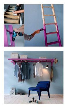 Escada como suporte para pendurar roupas.
