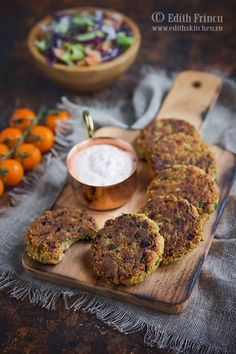 Chiftelute in bacon Edith's Kitchen, Veg Recipes, Healthy Recipes, Falafel, Quick Meals, Salmon Burgers, Hummus, Carne, Kiwi