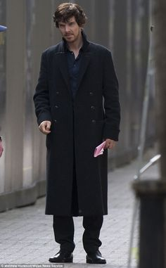 What??? A rugged Sherlock?!! Yassssss!!!!!