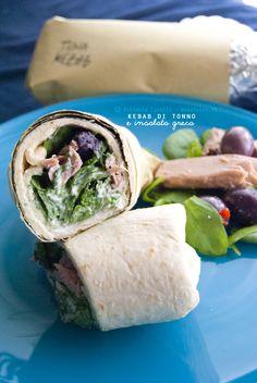 Kebab di tonno con insalata greca: il pranzo prêt-à-porter dell