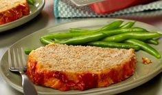 This turkey meatloaf is so moist and flavorful it& guaranteed to be a hit! It gets wonderful taste from the addition of tomato soup, onion, garlic and Italian seasoning. Try it tonight for dinner and watch how fast it disappears! Low Carb Meatloaf, Turkey Meatloaf, Meatloaf Recipes, Meatball Recipes, Kale Recipes, Cooking Recipes, Turkey Recipes, Dinner Recipes, Health Recipes
