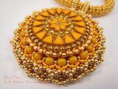 Perlenstickerei Mandala Anhänger Perlengefädelte von BeadFizz