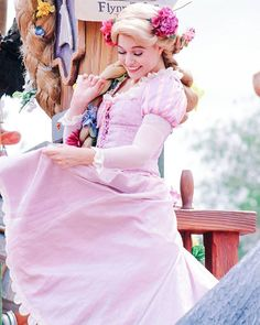 Rapunzle Disney Princess Cosplay, Rapunzel Cosplay, Disneyland Princess, Disney Princess Rapunzel, Disney Tangled, Disney Stuff, Disney Princesses, Disney Love, Disney Magic