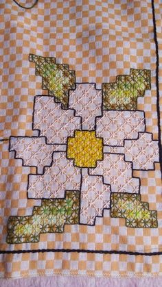 Bordado Tipo Chicken Scratch, Chicken Scratch Embroidery, Swedish Embroidery, Bargello, Cross Stitch Embroidery, Hand Stitching, Gingham, Needlework, Embroidery Designs