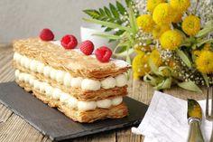 Unmille-feuille vanille tout ce qu'il y a de plus classique, ou presque. Ici pas de crème pâtissière, mais une crème à la mascarpone pour plus de gourmand