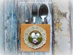 Pomysł na dekoracje świątecznego stołu - kieszonki na sztućce i obrączki na serwetki