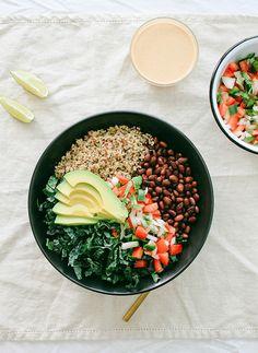 Kale & quinoa burrito bowl with chipotle tahini sauce Quinoa, Salad Recipes, Vegetarian Recipes, Healthy Recipes, Cooking Recipes, Delicious Recipes, Vegan Burrito Bowls, Good Food, Yummy Food