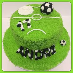 FLOWER CAKE DESIGNER: Bolo com o tema futebol Soccer Birthday Cakes, Themed Birthday Cakes, Boy Birthday, Bolo Sporting, Soccer Ball Cake, Soccer Party, Bolo Angry Birds, Football Themed Cakes, Sport Cakes