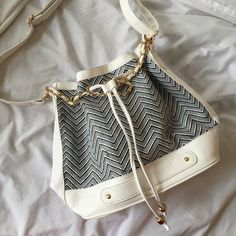 JustFab bucket bag Perfect for the beach, never used, perfect condition! JustFab Bags