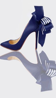 Christian Louboutin Blue Bow Pump Who doesn't need navy pumps? Pretty Shoes, Beautiful Shoes, Cute Shoes, Me Too Shoes, Zapatos Shoes, Shoes Heels, Chic Chic, Christian Louboutin Shoes, Louboutin Pumps