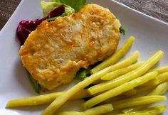 Ryba w cieście serowym Dziś rybka smażona w pysznym cieście serowym. Można tu użyć dowolnego gatunku ryby, ja wykorzystałam polędwiczki z mintaja, ale każda inna rybka też będzie dobra. Bardzo smaczny pomysł na obiad. Polecam!   Składniki: 250g filetów rybnych (dorsz, miruna, mintaj, sola itp.) 1 jajko 1 płaska łyżka mąki ziemniaczanej 1 płaska … Tasty, Yummy Food, Best Food Ever, Fish Dishes, Garlic Bread, Lasagna, Macaroni And Cheese, Food And Drink, Favorite Recipes