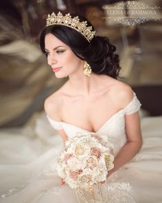 Terrific Images Bridal Headpiece headband Ideas Marriage locks gadgets are a vital part of the excellent wedding and reception hair style, this of c Bridal Hair Updo, Bridal Tiara, Bridal Hair And Makeup, Headpiece Wedding, Bridal Headpieces, Bridal Beauty, Wedding Hairstyles With Crown, Crown Hairstyles, Bride Hairstyles