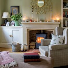 Country living room pictures and photos for your next decorating project. Find inspiration from of beautiful living room images Living Room Green, French Country Living Room, Cosy Living Room, Apartment Living Room Design, Living Room On A Budget, Country Living Room, Country Living Room Rustic, Modern Room, Apartment Living Room