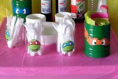 Porta talheres feitos com garrafas de plástico