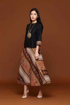 37 Ideas dress simple batik for 2019 Kulot Batik, Mode Batik, Batik Kebaya, African Wear, African Fashion, Model Dress Batik, Batik Muslim, Batik Blazer, Modern Filipiniana Dress