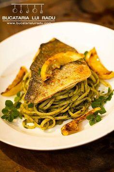 File de dorada pe langa paste cu leurda si lamai caramelizate Past, Seafood, Spaghetti, Ethnic Recipes, Sea Food, Past Tense, Noodle, Seafood Dishes