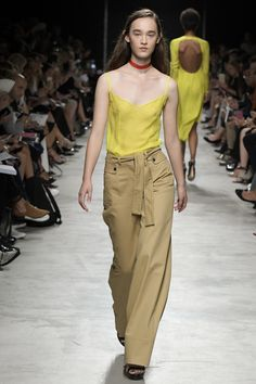 http://www.vogue.com/fashion-shows/spring-2017-ready-to-wear/guy-laroche/slideshow/collection