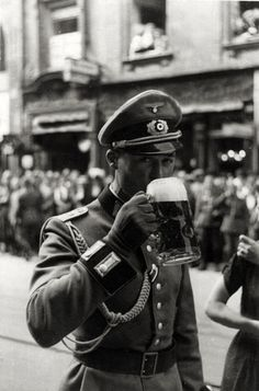 A German army officer having a beer, evidently at a parade, via Jedem das seine