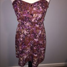 Strapless floral print dress Strapless floral print dress with a slight sweetheart neckline. Floral print with Browns and burgundy colors. Dresses Mini