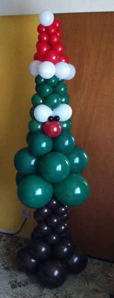 Christmas tree www.lowemagic.balloonhq.com www.facebook.com/balloonshow