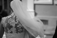 Noiva | Bride | Vestido | Dress | Vestido de noiva | Wedding dress | Bride's dress | Inesquecivel Casamento | Renda | Rendado | Vestido rendado | Véu | Véu de noiva | Grinalda | White dress | Vestido bordado | Bordado | Decote