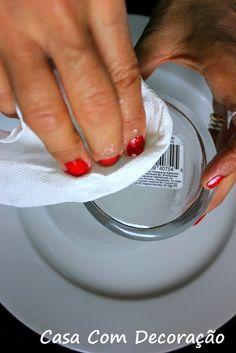 Como retirar dos objetos a cola de rótulos e etiquetas