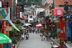 West street in Yangshou has a scary resemblance to Kao San Road in Bangkok …