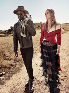 Carolyn Murphy, Grace Hartzel, Rianne van Rompaey and guitarist Gary Clark Jr. star in a wild-West-road-story for the March 2016 issue of Vogue magazine, captured by Craig McDean and styled by Grace Coddington. Craig Mcdean, Carolyn Murphy, Vogue Editorial, Editorial Fashion, Fashion Images, Fashion Models, Fashion Beauty, Fashion Show, Women's Fashion