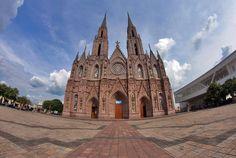 ¡Siempre imponente el Santuario Guadalupano de Zamora! ¿Qué esperas para visitarlo?