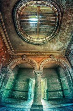 Abandoned Palace (PL) 2013