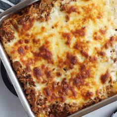 Spidskålslasagne - en sund lasagne opskrift | Madling.dk Side Recipes, Snack Recipes, Healthy Recipes, Tasty Meal, Cooking Cookies, Good Food, Yummy Food, Danish Food, Everyday Food